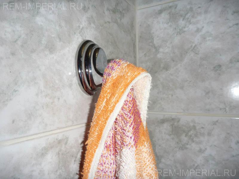 крючок с полотенцем