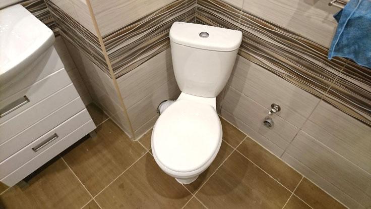 унитаз сантехнической комнаты