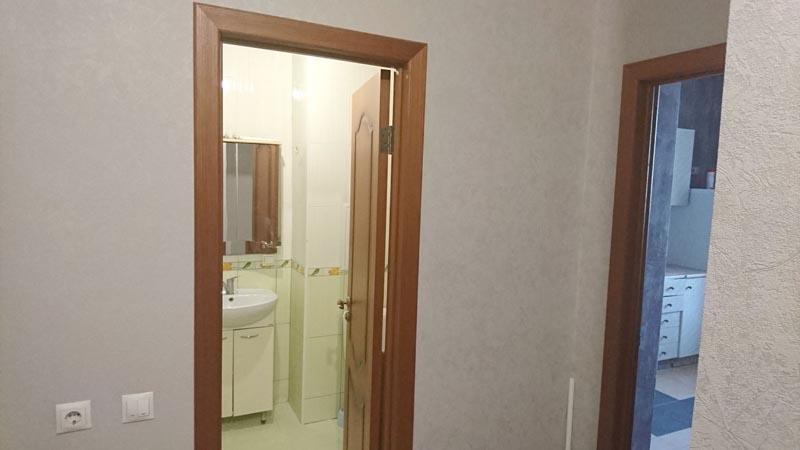 двери на кухню, в ванную