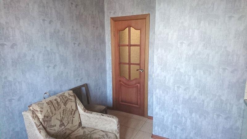 дверь на кухню, полы