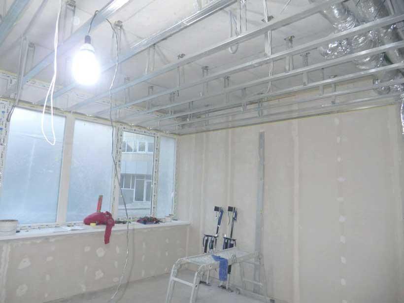 потолочный каркас смонтирован на виброизолирующих подвесах