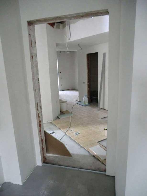 плитка укладывается на пол, стены шпатлюются в стоматологии