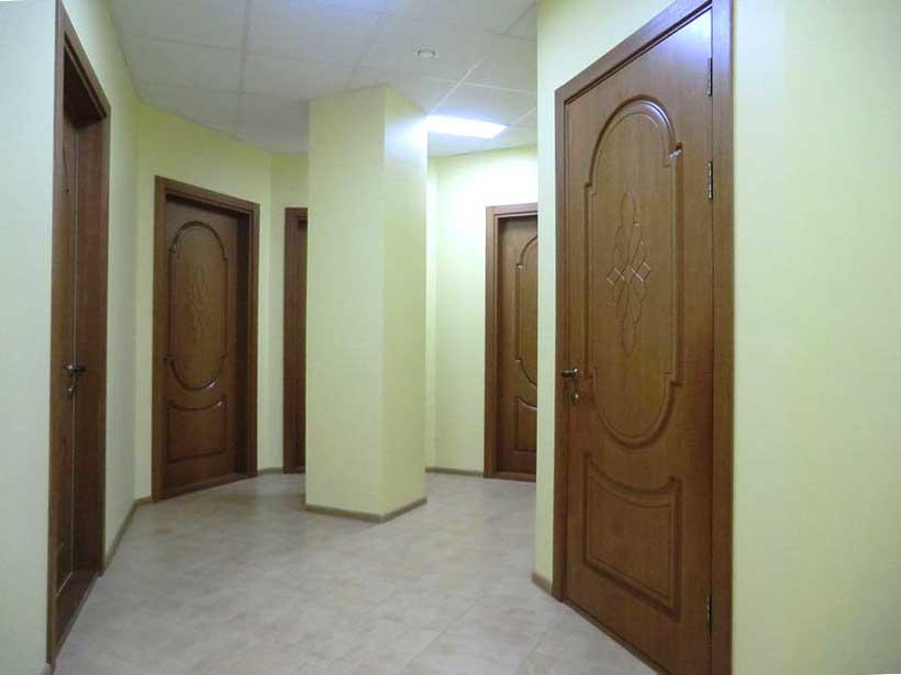 двери, плитка, подвесной потолок по выполнению ремонта