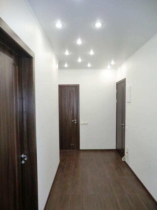 межкомнатные и входные двери в коридоре