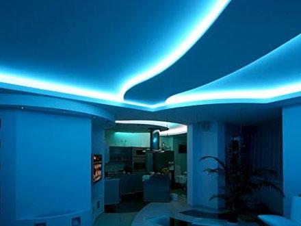 голубая светодиодная подсветка натяжного потолка
